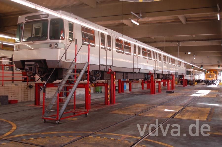 Type U aufgebockt in der U-BahnWerkstätte Wasserleitungswiese
